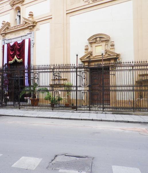 COD.0000000775 - commercial premises for rent in Via Maqueda